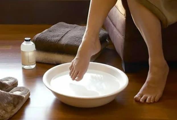 5 cách chữa nước ăn chân cực nhanh, ngứa ngáy, lở loét đến mấy cũng khỏi tức thì - Ảnh 1