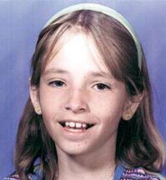 Bé gái mất tích ngay gần nhà, cảnh sát điều tra, nghi ngờ bố đứa trẻ và 10 năm sau, sự xuất hiện của tờ tiền 1 USD xáo trộn mọi thứ - Ảnh 1