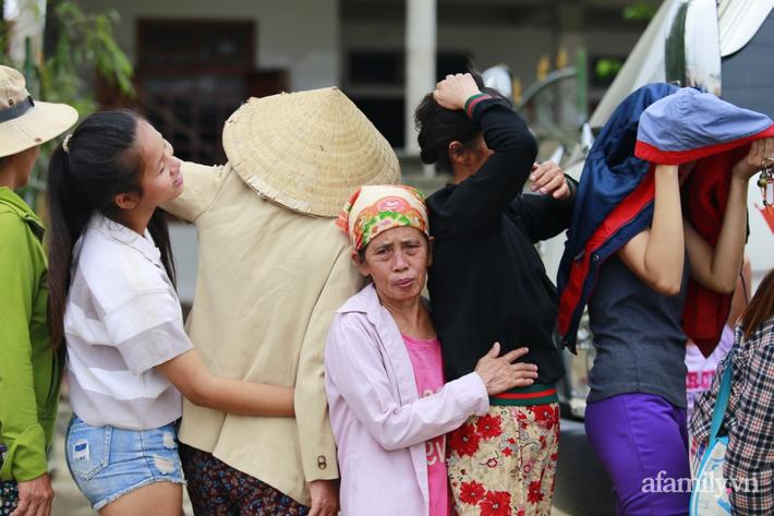 Câu chuyện cứu trợ sau trận 'đại hồng thủy' ở Quảng Bình: Điều tiết thế nào để tránh tình trạng người dân nơi thừa, nơi thiếu - Ảnh 2