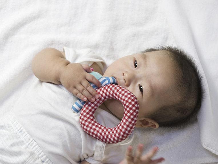Cách hạ sốt cho trẻ mọc răng mẹ lưu ngay để áp dụng khi cần - Ảnh 2