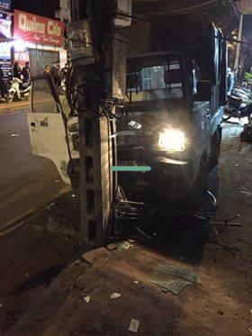 Hà Nội: Đi xe đạp dàn hàng ngang trên đường, 6 em học sinh bị ô tô tải đâm - Ảnh 2