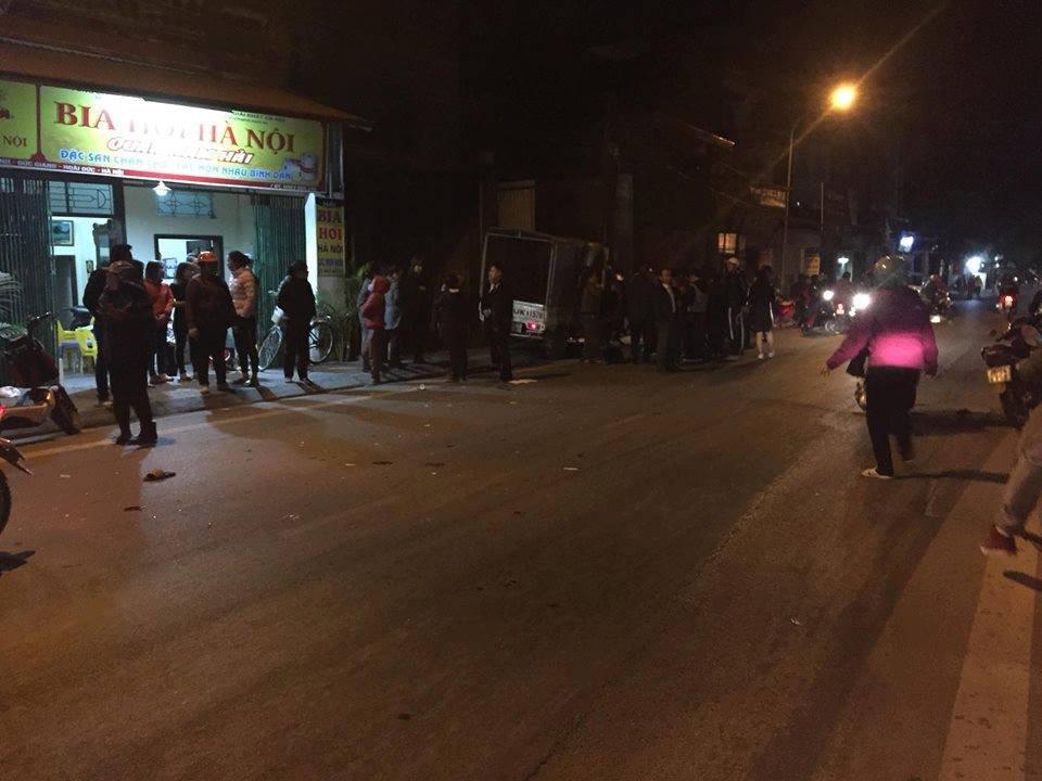 Hà Nội: Đi xe đạp dàn hàng ngang trên đường, 6 em học sinh bị ô tô tải đâm - Ảnh 4