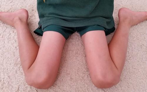 Đây là một trong những tư thế ngồi không đúng cách mà bạn có thể hình thành ngay từ khi còn nhỏ.