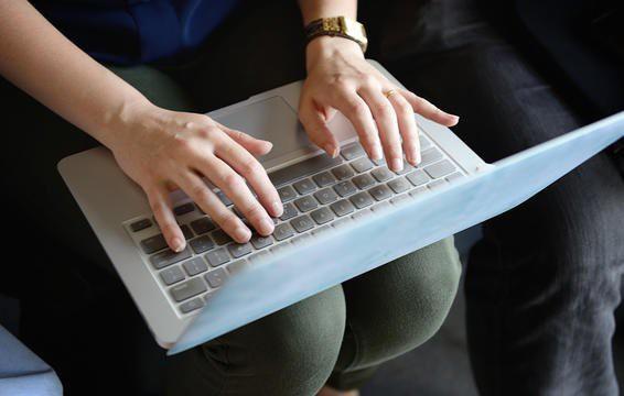 Máy tính xách tay không làm bạn bị nhiễm trùng nấm men.