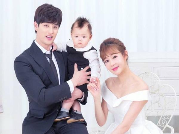 """Kbiz dậy sóng vì cặp vợ chồng """"chị em"""" toang toàn tập: Nam idol đình đám Gen 2 và vợ hơn 11 tuổi ly hôn sau 6 năm - Ảnh 3"""