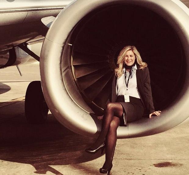 Tại sao tiếp viên hàng không luôn tô son rất đậm: Lý do lại liên quan đến… tính mạng của bạn đấy! - Ảnh 1