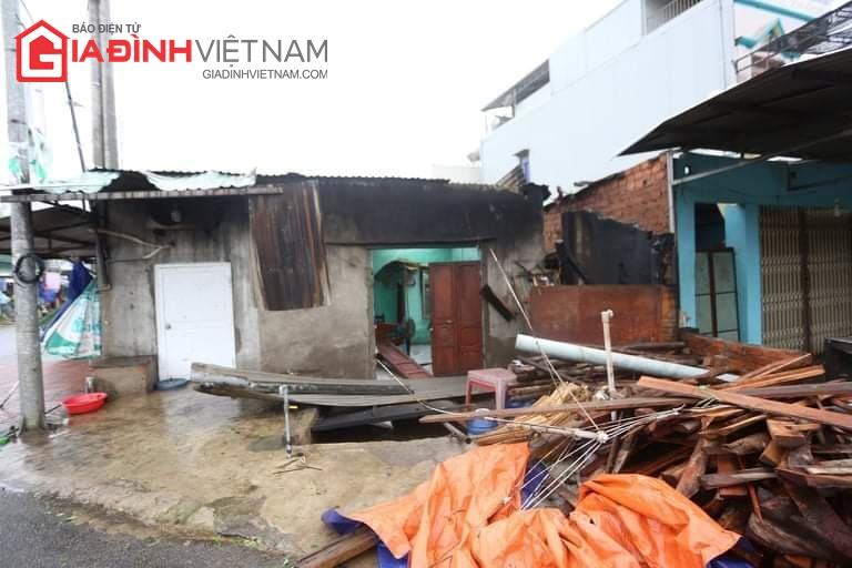 Cảnh tượng tan hoang ở Quảng Ngãi sau khi bão số 9 đổ bộ - Ảnh 2
