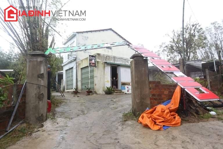Cảnh tượng tan hoang ở Quảng Ngãi sau khi bão số 9 đổ bộ - Ảnh 8