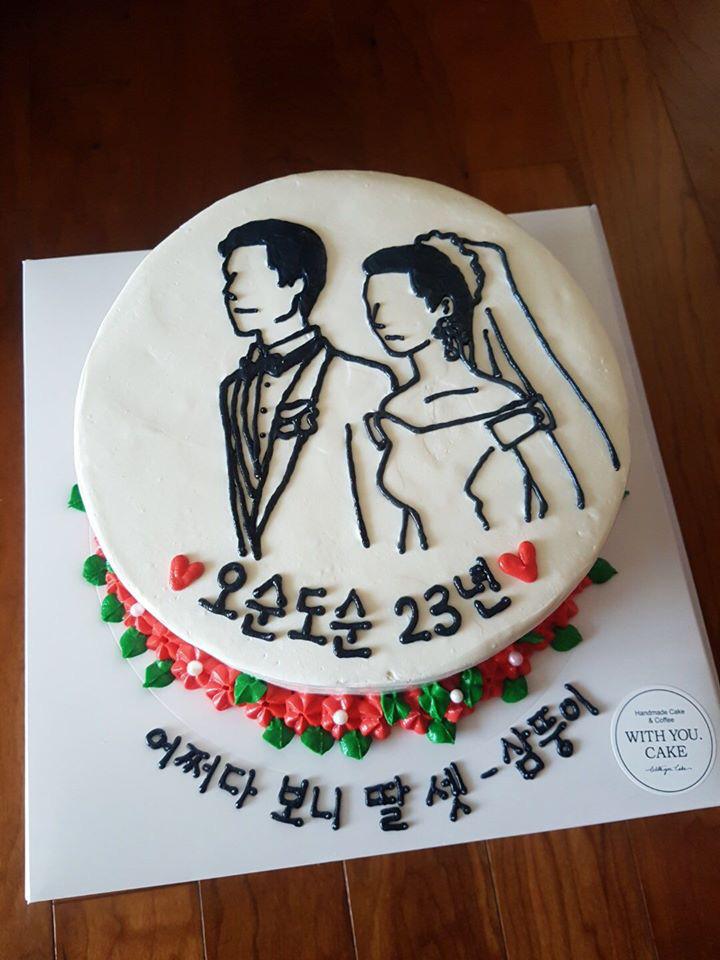 Đặt chiếc bánh kem mừng 30 năm ngày cưới bố mẹ, bạn trẻ khóc cạn nước mắt khi đến màn cắt bánh - Ảnh 2