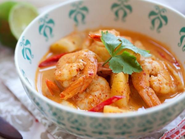Tôm nấu cà ri kiểu Thái cho bữa cơm đổi vị - Ảnh 1