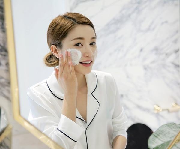 Cùng rửa mặt nhưng gái Hàn, Nhật có làn da căng mướt, trắng mịn trong mùa đông còn gái Việt thì khô, nứt nẻ, đọc bài này để biết bí quyết - Ảnh 4