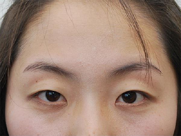 Tận dụng Vaseline dưỡng ẩm, cô gái 'tự chế' thuốc 'kích mi' dài ra tận 1cm chỉ sau 1 tuần bôi liên tục, ai nhìn cũng tưởng đi nối - Ảnh 1
