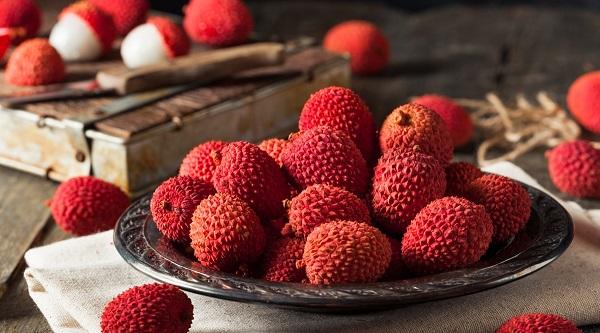 Bị nóng, nổi mụn tránh ăn những loại quả này - Ảnh 2