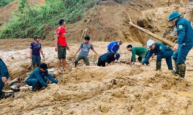 Hiện trường tan hoang của vụ sạt lở tại Quảng Nam làm 11 người mất tích - Ảnh 2