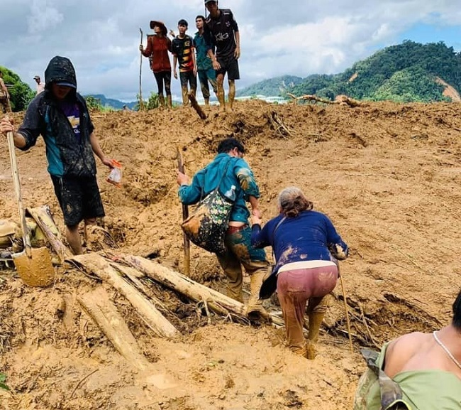 Hiện trường tan hoang của vụ sạt lở tại Quảng Nam làm 11 người mất tích - Ảnh 3