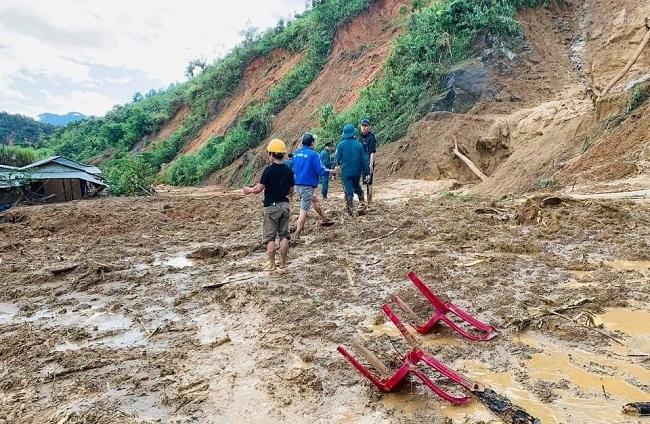 Hiện trường tan hoang của vụ sạt lở tại Quảng Nam làm 11 người mất tích - Ảnh 4