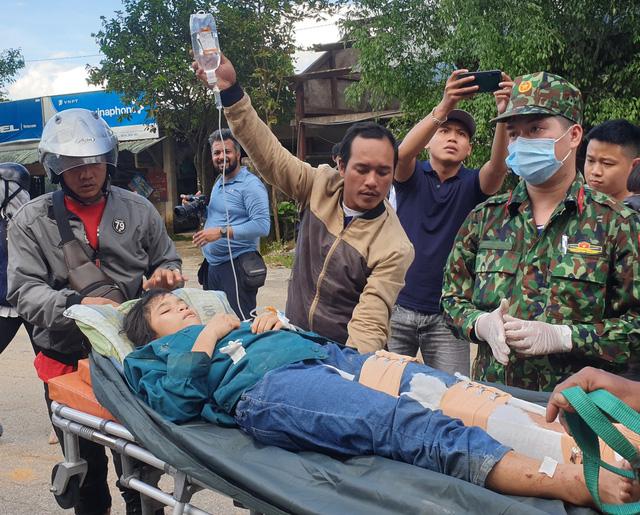 Hình ảnh những nạn nhân được cứu trong vụ sạt lở núi kinh hoàng ở Quảng Nam - Ảnh 2