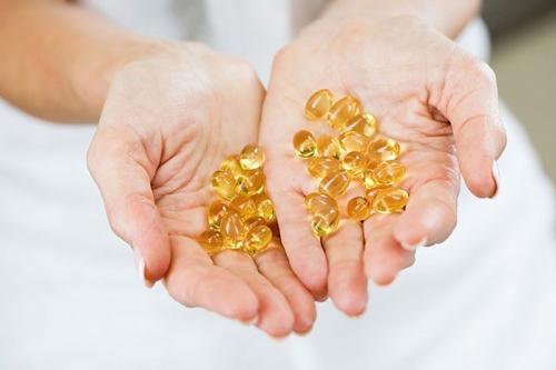 Vitamin E có nhiều lợi ích trong đó là làm đẹp da mặt hiệu quả