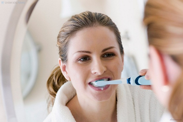 Nghiền nát 1 nắm húng quế rồi đánh răng theo cách này, răng vàng khè cũng trắng như ngọc trai, cao răng cả năm không cần đi lấy chỉ tốn 2 phút - Ảnh 5