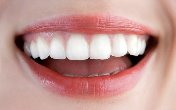 Nghiền nát 1 nắm húng quế rồi đánh răng theo cách này, răng vàng khè cũng trắng như ngọc trai, cao răng cả năm không cần đi lấy chỉ tốn 2 phút - Ảnh 6