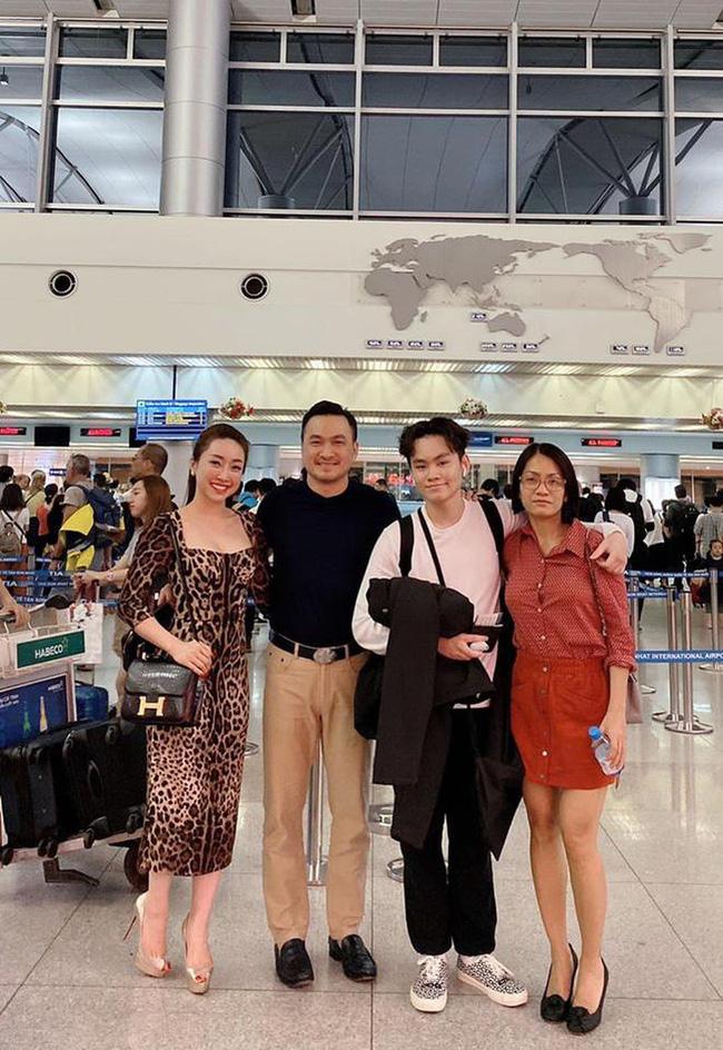 Phản ứng của con sao Việt khi bố mẹ có tình mới: Subeo đầy khoảnh khắc ngọt ngào bên Kim Lý và Đàm Thu Trang, bất ngờ nhất là chia sẻ của con trai Chi Bảo - Ảnh 1