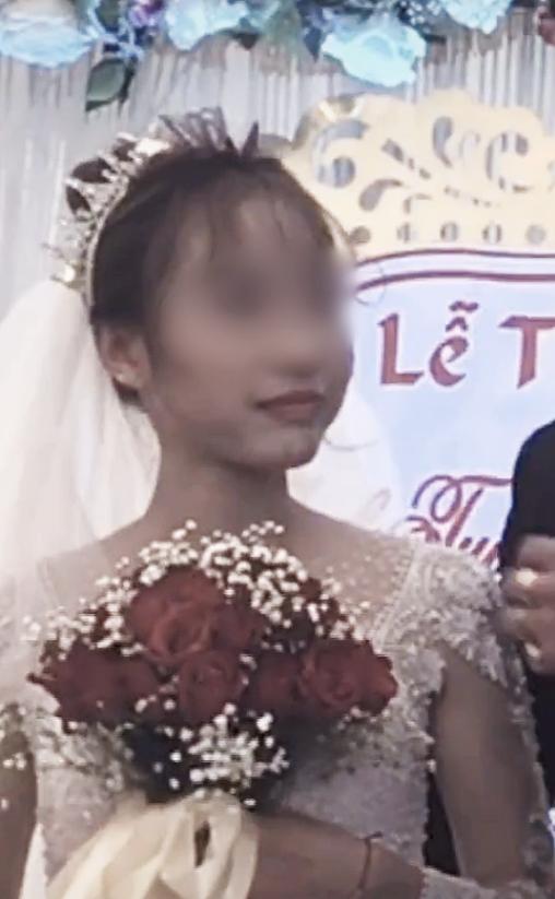 Cô dâu 'số nhọ': Chưa kịp vui vì có bạn lên mừng cưới đã đứng tim khi thấy nam thanh niên ôm chú rể hôn thắm thiết! - Ảnh 3