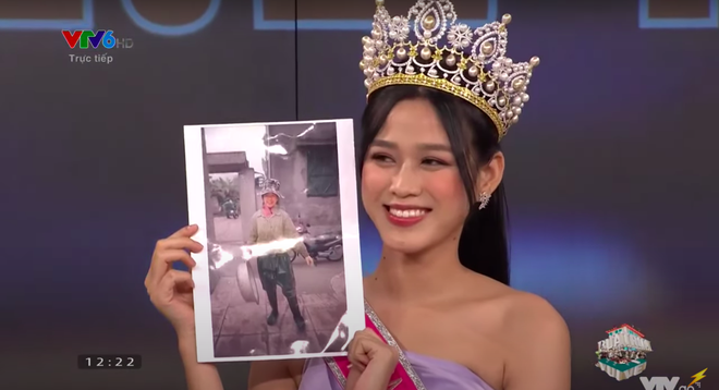 Khi Đỗ Thị Hà đăng quang, Hoa hậu Tiểu Vy đã ghé vào tai nói 1 câu: Giờ mới được hé lộ! - Ảnh 3