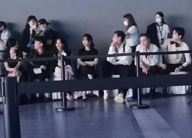 Dương Mịch - Đường Yên phớt lờ nhau tại sự kiện, fan 'đào mộ' loạt khoảnh khắc cặp bạn thân từng 'gây sốt' trong quá khứ - Ảnh 1