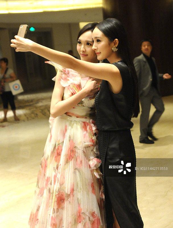 Dương Mịch - Đường Yên phớt lờ nhau tại sự kiện, fan 'đào mộ' loạt khoảnh khắc cặp bạn thân từng 'gây sốt' trong quá khứ - Ảnh 4