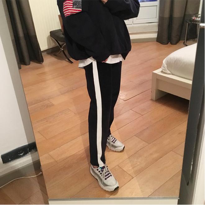 Các nàng sẽ mặc gì nếu một ngày thấy chán quần jeans? - Ảnh 1