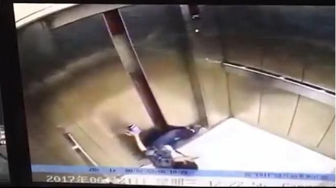 Dán mắt vào điện thoại, người phụ nữ bị thang máy nghiến đứt lìa chân - Ảnh 2