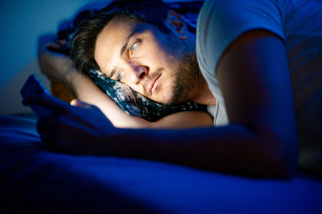 Giữ thói quen này vào ban đêm chính là góp phần 'tăng tốc' gây ung thư và đột tử, hãy loại bỏ nó càng sớm càng tốt - Ảnh 2