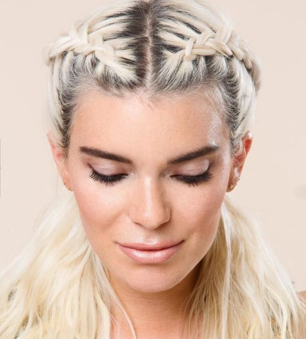 8 cách tạo kiểu che giấu tóc bết khi không kịp gội đầu - Ảnh 2