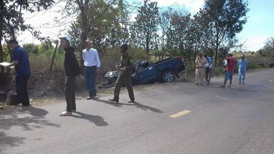 Đi đám cưới, xe ô tô mất lái khiến 5 người thương vong - Ảnh 1