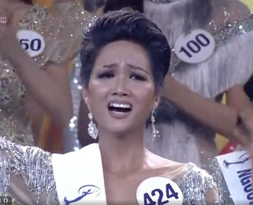 Hành động đầu tiên của H'Hen Niê sau khi đăng quang Hoa hậu Hoàn vũ Việt Nam khiến nhiều người ngỡ ngàng - Ảnh 4