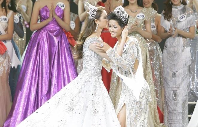 Hành động đầu tiên của H'Hen Niê sau khi đăng quang Hoa hậu Hoàn vũ Việt Nam khiến nhiều người ngỡ ngàng - Ảnh 5