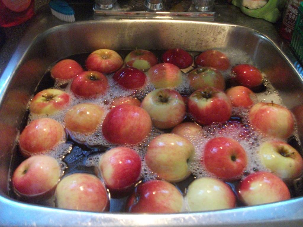 Cách đơn giản nhất giúp loại bỏ hóa chất khi rửa hoa quả để cả nhà khỏe mạnh - Ảnh 1