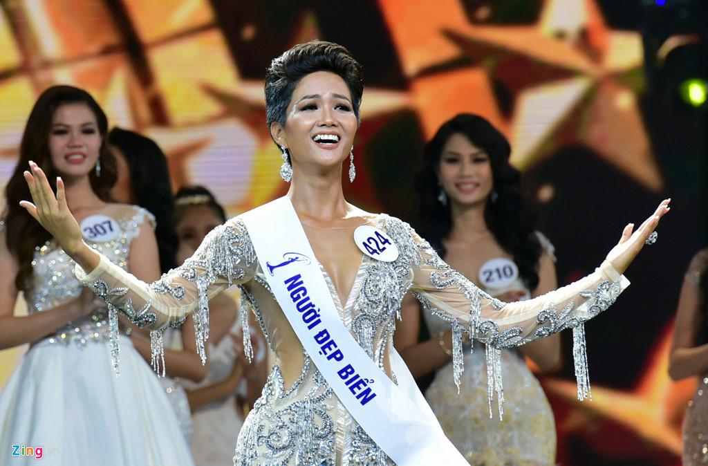 Khi tân Hoa hậu Hoàn vũ Việt Nam bị sỉ nhục vì màu da nâu - Ảnh 1