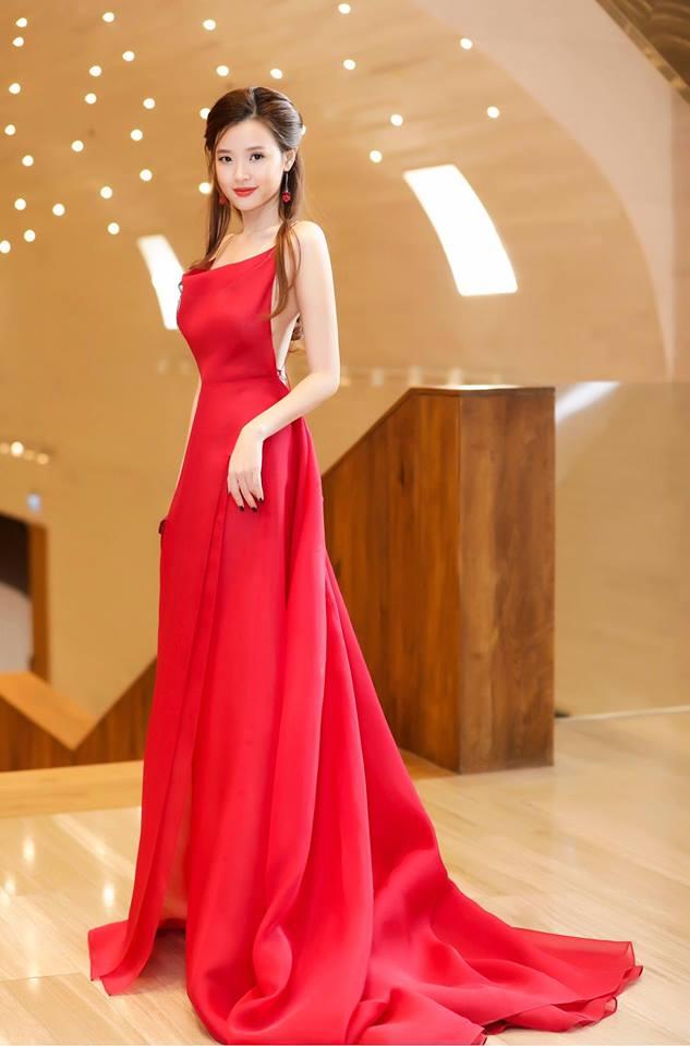 Midu lần đầu diện váy cắt xẻ táo bạo, khoe nhan sắc quyến rũ như nữ thần - Ảnh 11