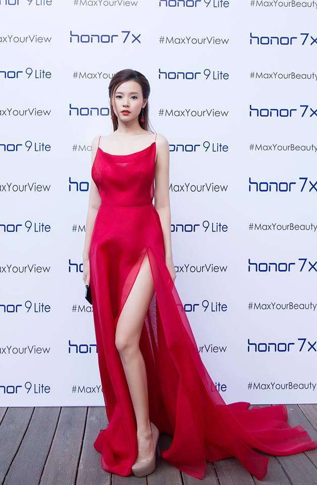 Midu lần đầu diện váy cắt xẻ táo bạo, khoe nhan sắc quyến rũ như nữ thần - Ảnh 12