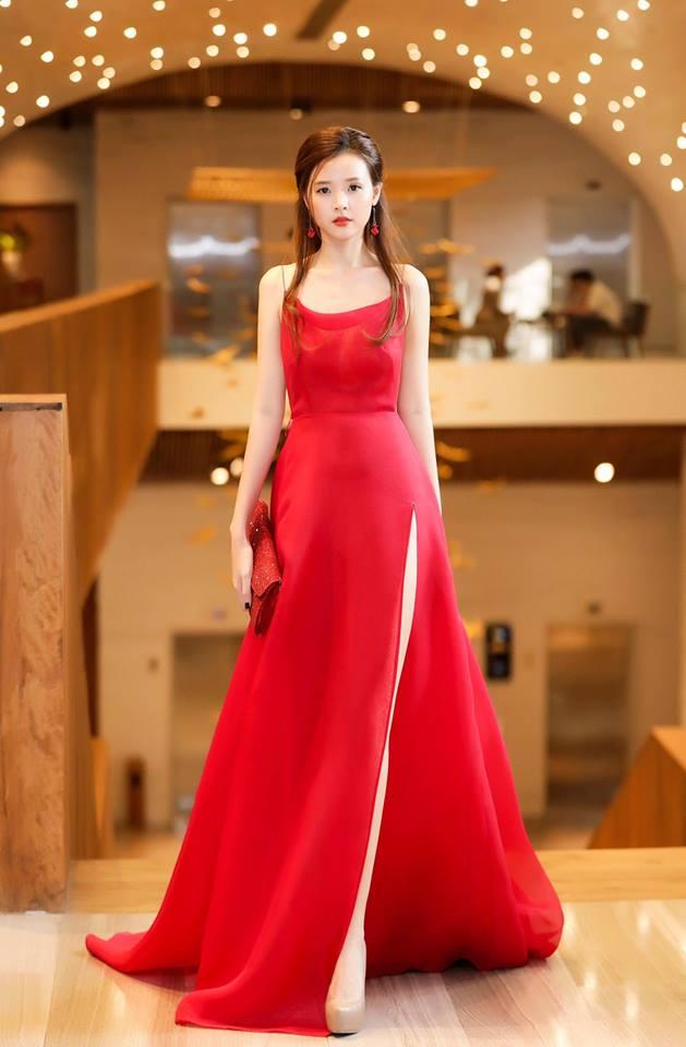 Midu lần đầu diện váy cắt xẻ táo bạo, khoe nhan sắc quyến rũ như nữ thần - Ảnh 2