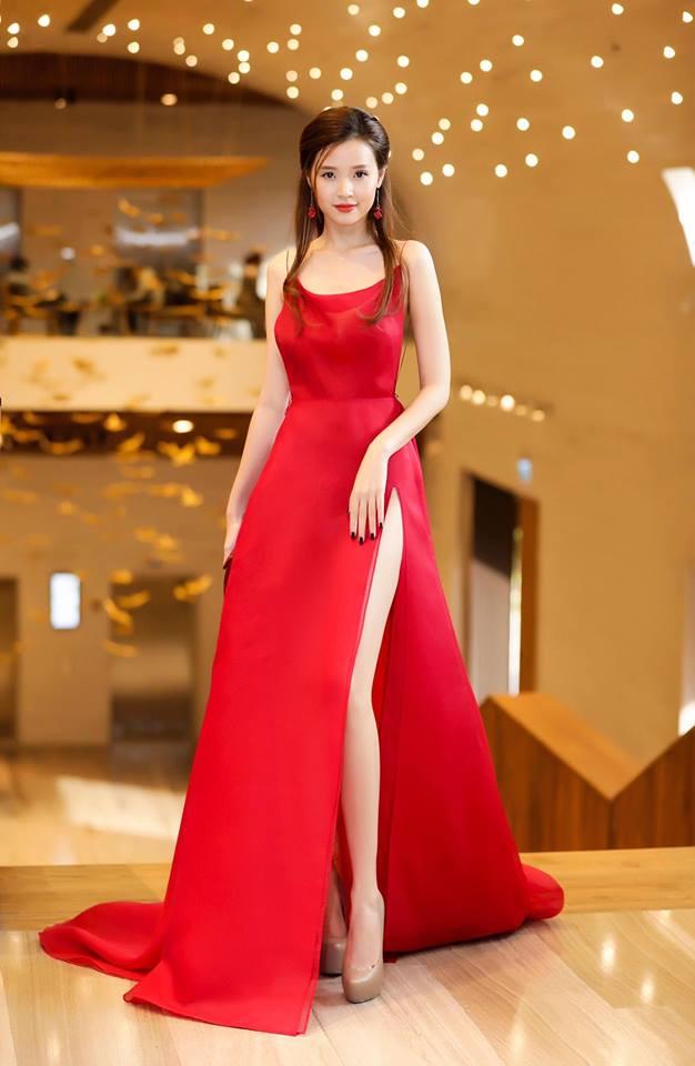 Midu lần đầu diện váy cắt xẻ táo bạo, khoe nhan sắc quyến rũ như nữ thần - Ảnh 8