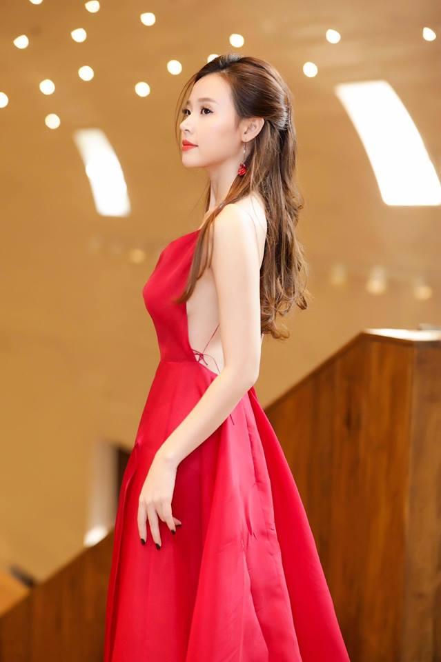 Midu lần đầu diện váy cắt xẻ táo bạo, khoe nhan sắc quyến rũ như nữ thần - Ảnh 9
