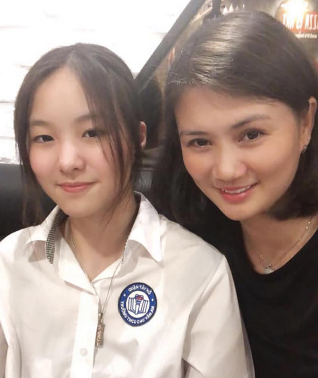 Con gái của 'Hoa khôi bóng chuyền' Kim Huệ: Xinh xắn chẳng thua kém mẹ, đã vậy còn học cực giỏi và cá tính như này - Ảnh 3