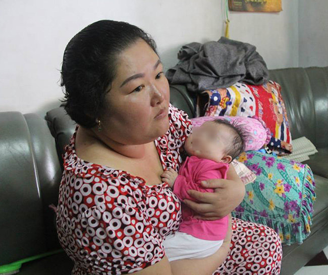 Bé gái 3 tháng tuổi bị bỏ rơi trước cửa nhà người đàn bà muộn con - Ảnh 1