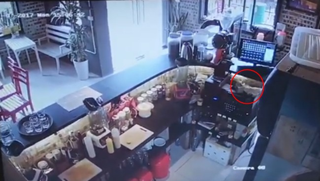 Cô gái trẻ đi làm 10 ngày trộm tiền 4 lần nhưng vẫn đòi lương và cách xử lý gây tranh cãi của anh chủ quán cafe - Ảnh 1