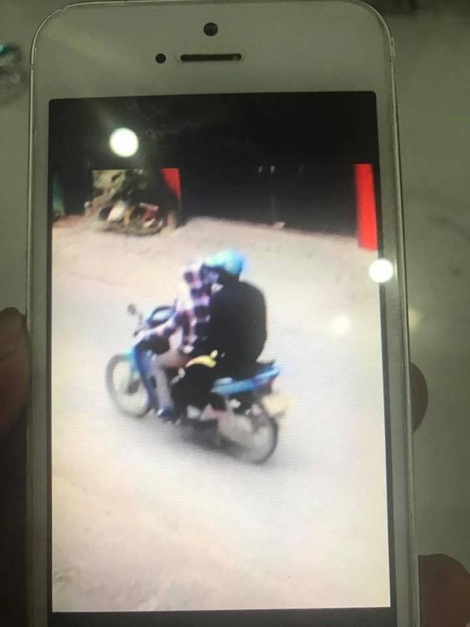 Vụ người phụ nữ chạy xe ôm bị sát hại ở Thái Nguyên: Camera ghi lại hình ảnh nạn nhân chở một nam thanh niên bịt kín mặt trước khi chết - Ảnh 2