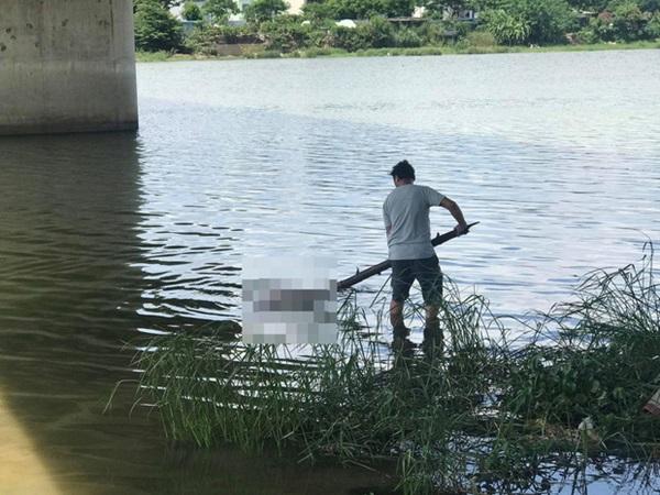 Đà Nẵng: Bàng hoàng phát hiện thi thể thiếu nữ 17 tuổi phục vụ quán cà phê nổi trên sông