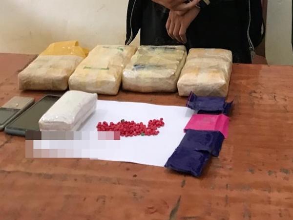 Bắt giữ 1 người nước ngoài vận chuyển 23.000 viên ma túy tổng hợp