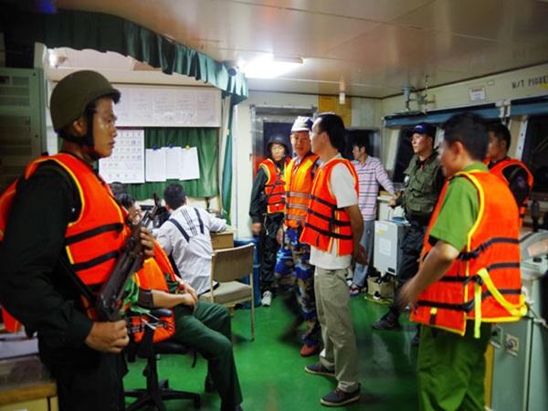 Bắt vụ nghi buôn lậu xăng khủng chưa từng thấy trên biển Quảng Ngãi